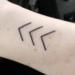 Tatuaż trzy strzałki - co oznacza?